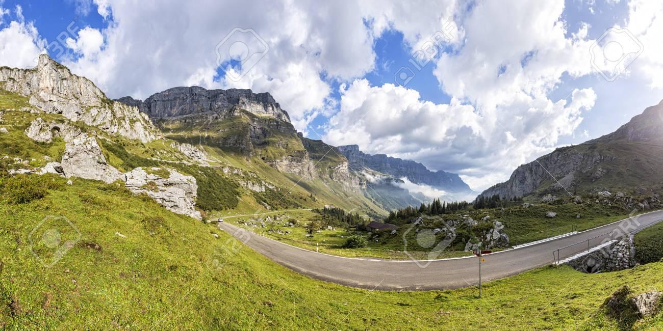 スイスのグラールス州、キウーザ...