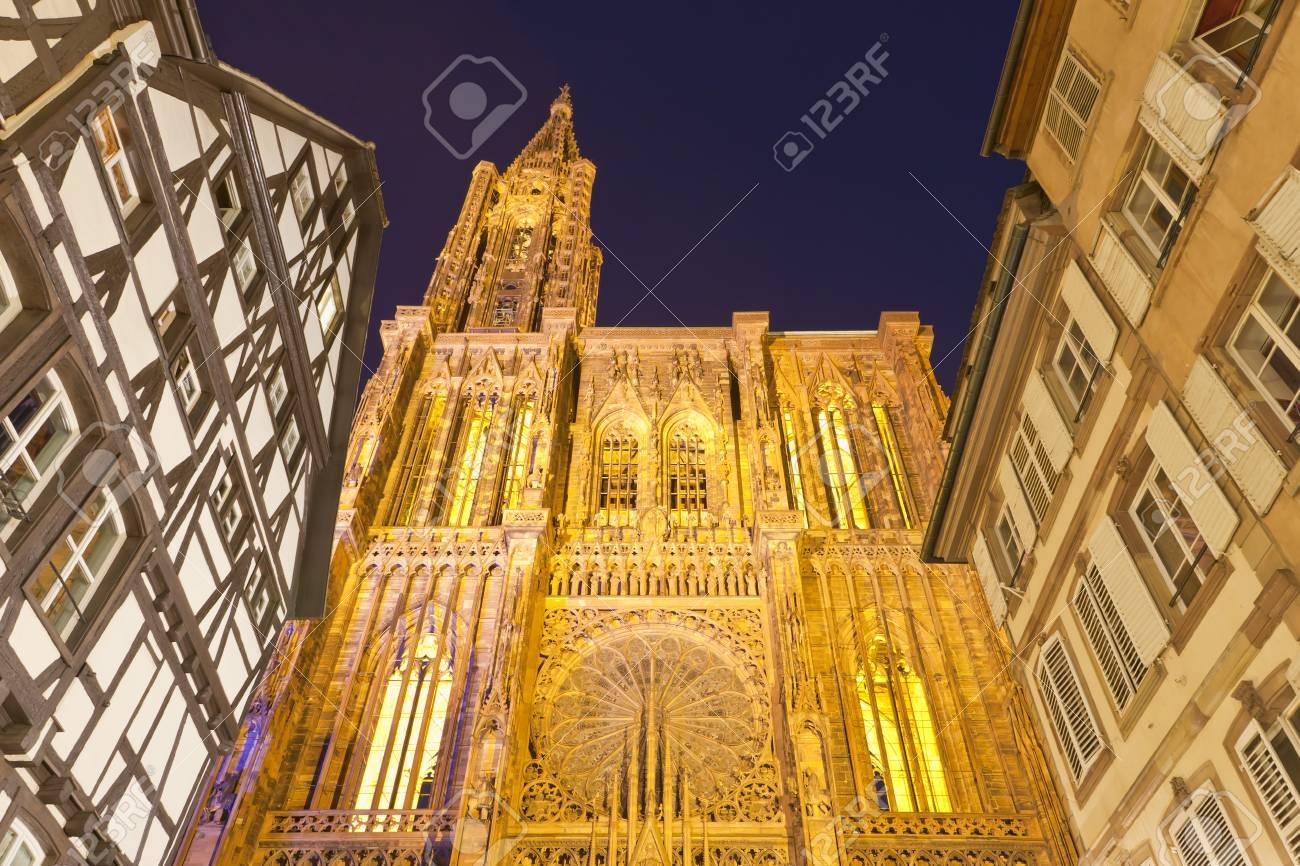 Frankreich, Elsass, Straßburg, Ansicht Von Notre Dame Cathedral Und ...