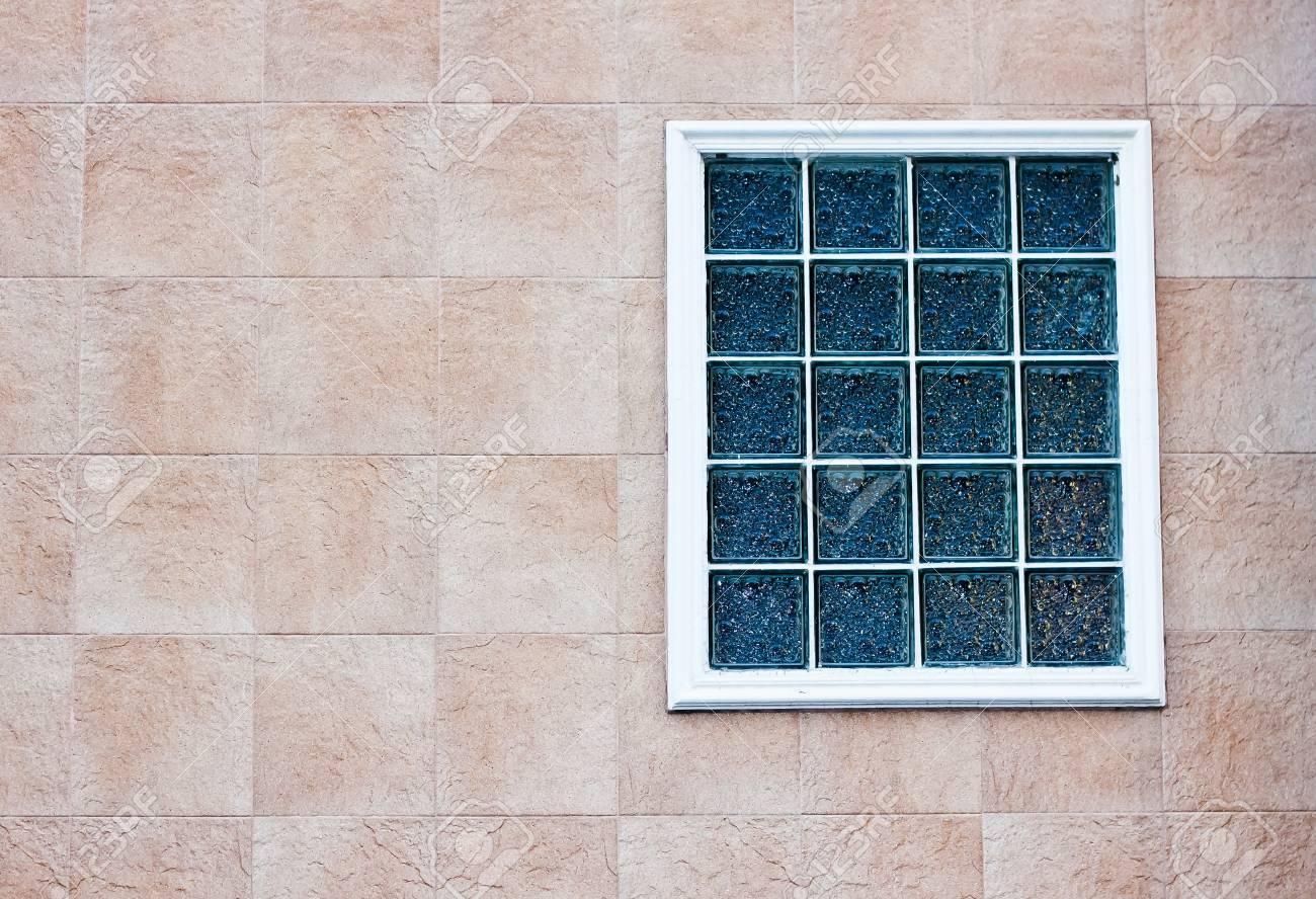 Brique de verre mur avec fenêtre blanc
