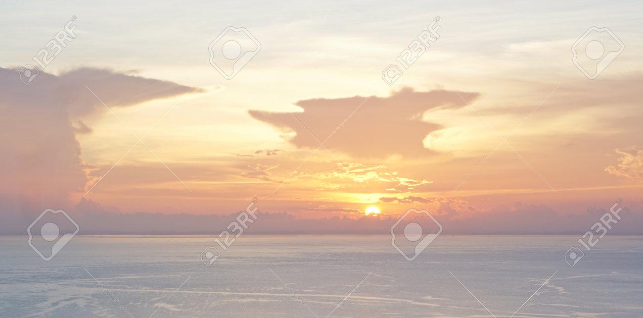 creative abstract sunset swirl background 3d illustration - 169664607