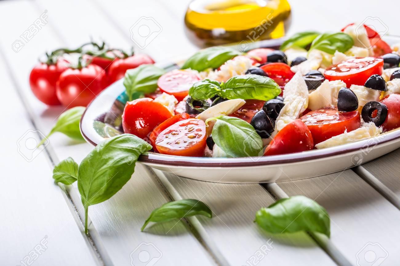Caprese. Caprese-Salat. Italienischer Salat. Mittelmeer-Salat ...