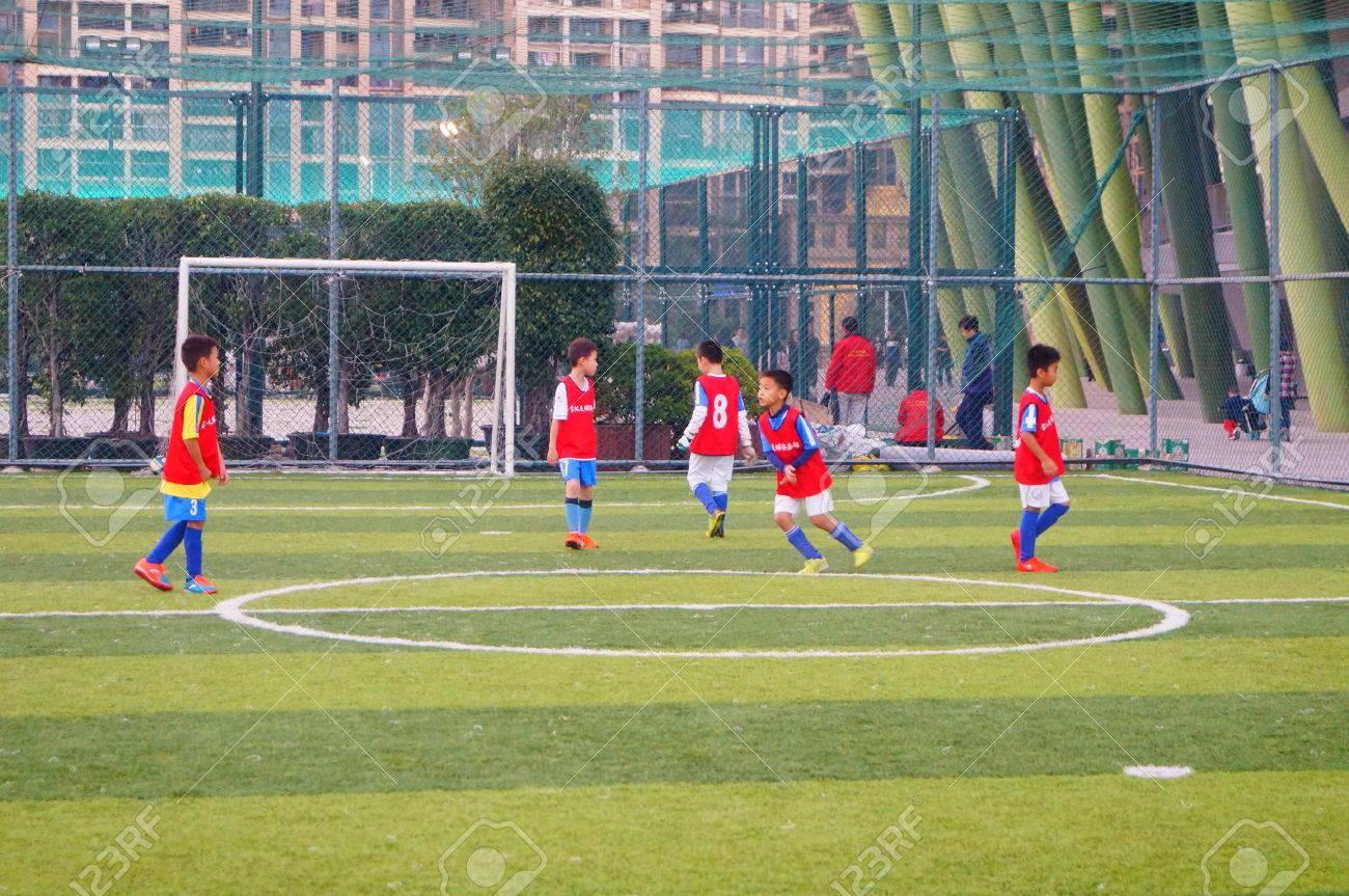 Immagini Di Calcio Per Bambini : Immagini stock attività di partita di calcio per bambini in