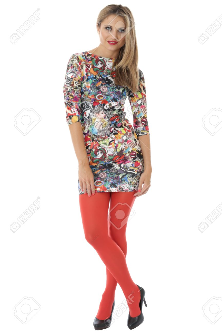 aa55e2131 Foto de archivo - Publicado modelo. Mujer joven Modelización un mini  vestido apretado y Medias Rojas