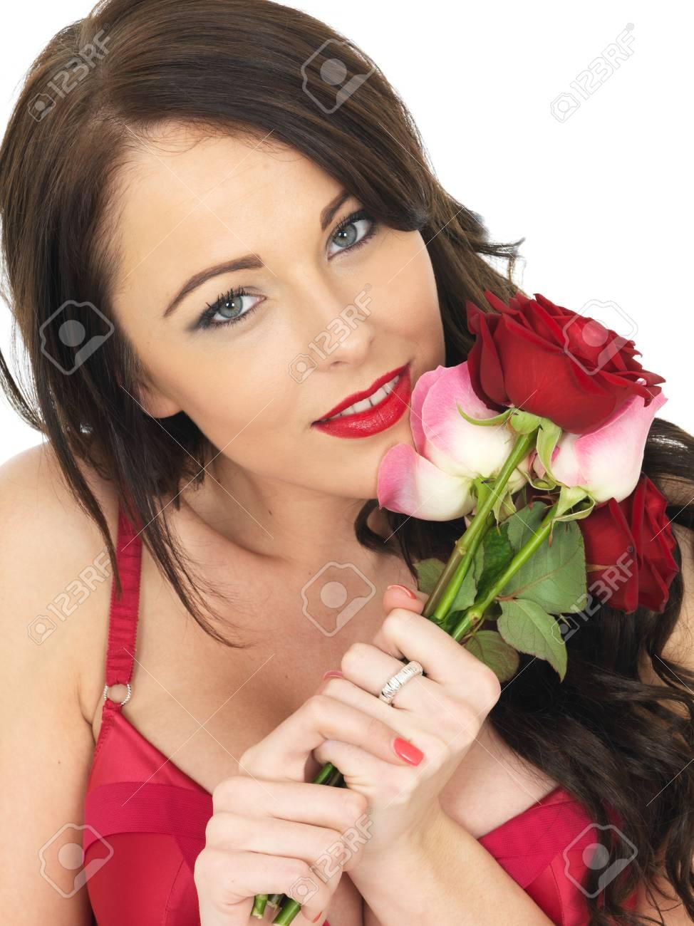 mejor baratas cebf2 a9885 Mujer atractiva joven que desgasta la ropa interior roja y Holding Roja de  San Valentín Rosas