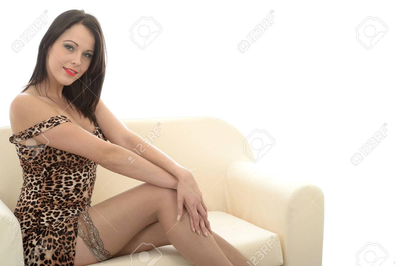 7920cb0e6 Sexy mujer joven de unos veinte años que llevaba un mini vestido corto de  piel de leopardo de impresión y Medias Nude