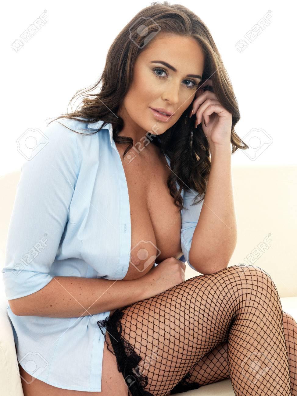 women-hispanic-hot-naked-on-bed