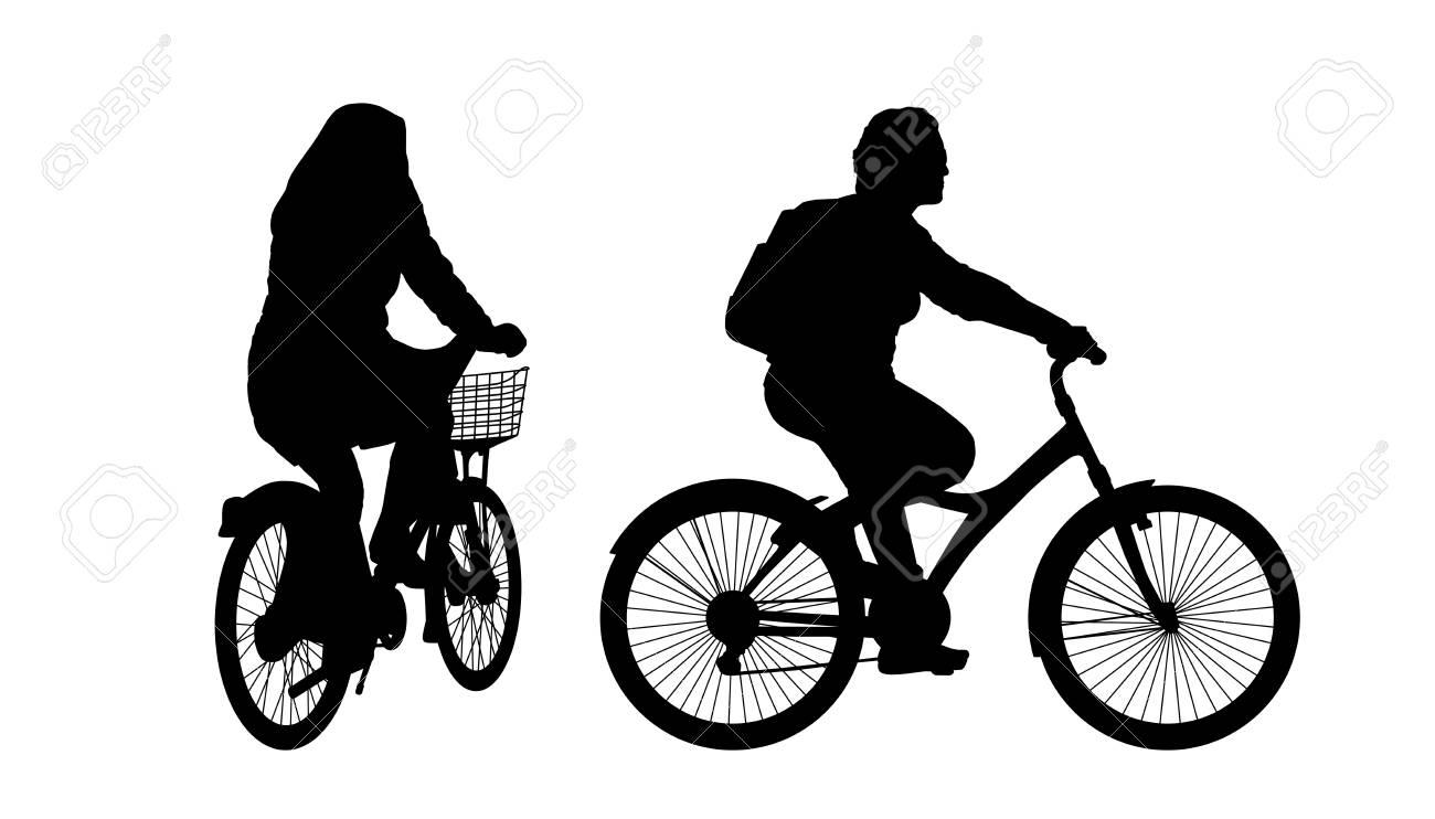 Sagome Nere Di Due Donne In Bicicletta In Città