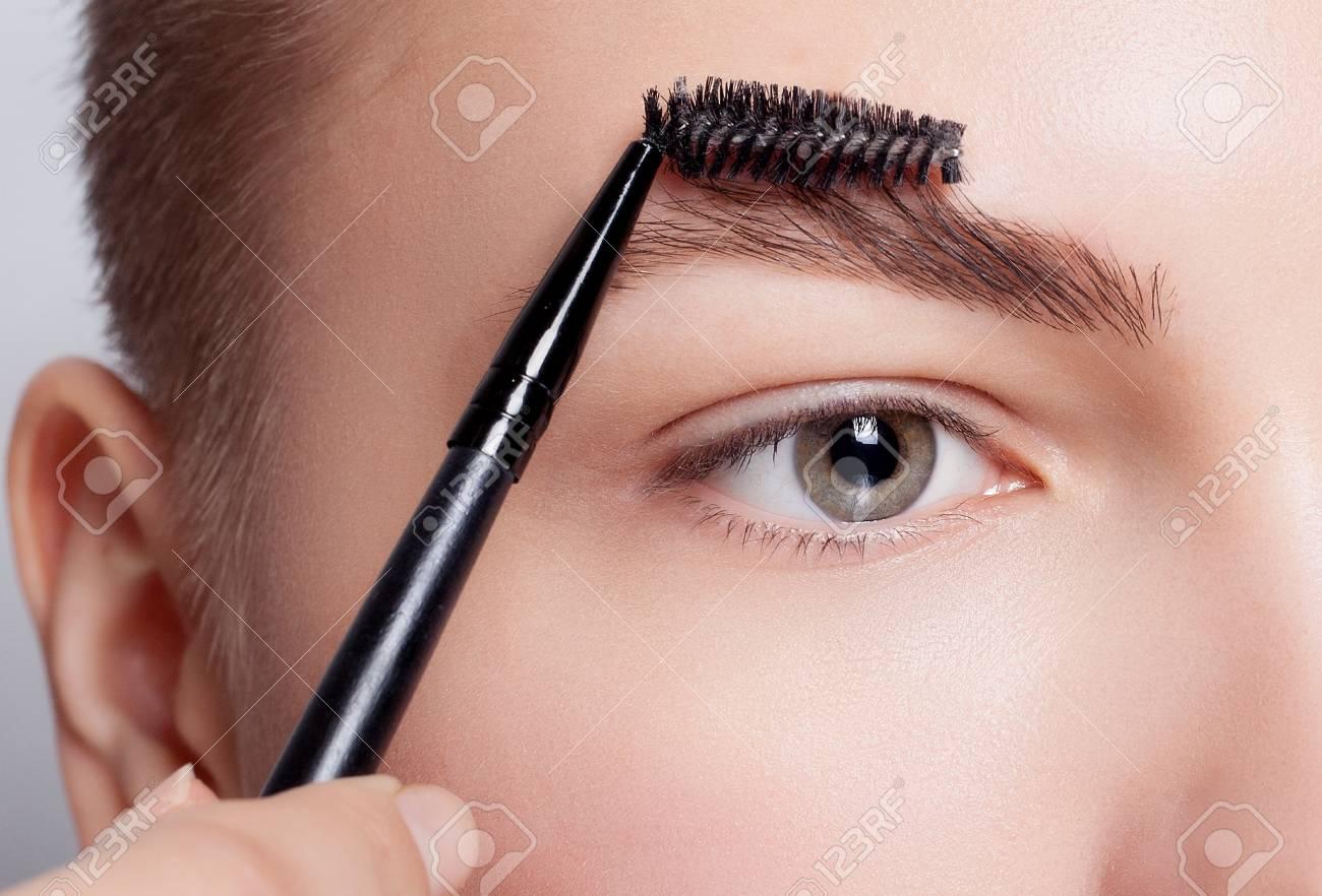 Augenbrauen kürzen