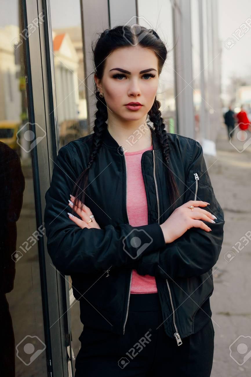 4b35c83e01a35 Vestidas Sexy Belleza Trenzas Negro Con Moda Joven Gente Con Y Estilo Mujer  Negra De Un ...