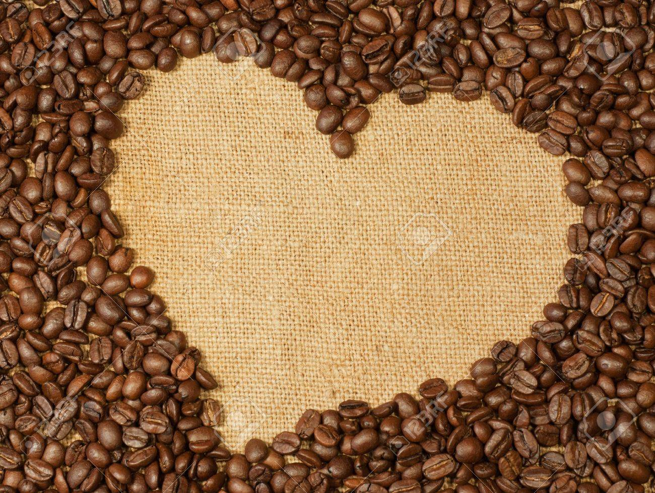 Coffee beans heart Stock Photo - 10923813