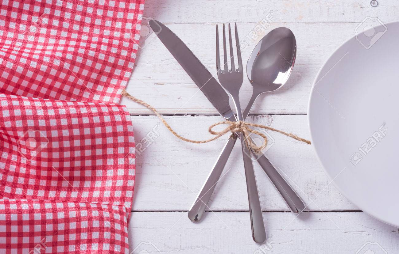 Table Settings ( Knife , Fork , Spoon And Tablecloth ) Stock Photo    43169200
