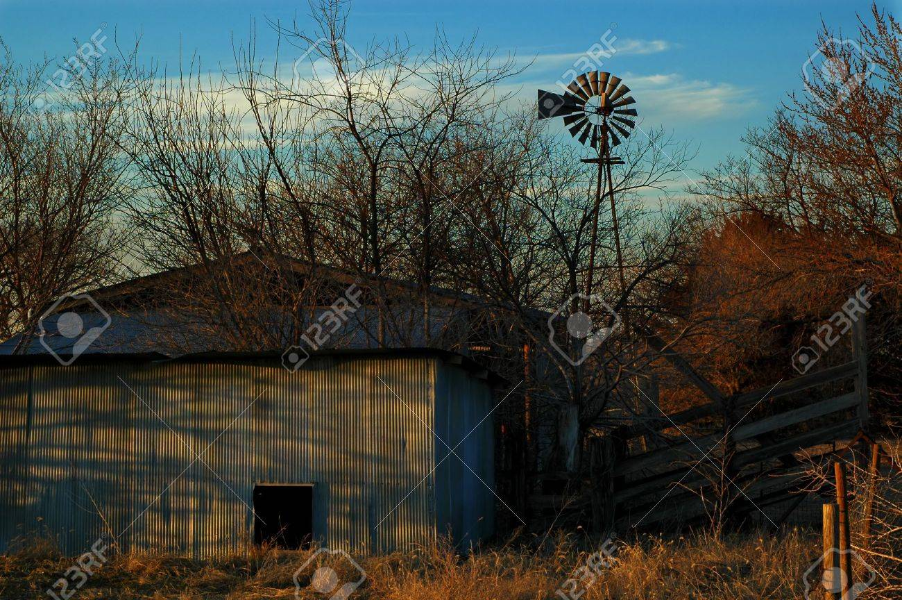 Abandoned Sheep Shed on an Old Farm in the Midwest USA - 856840