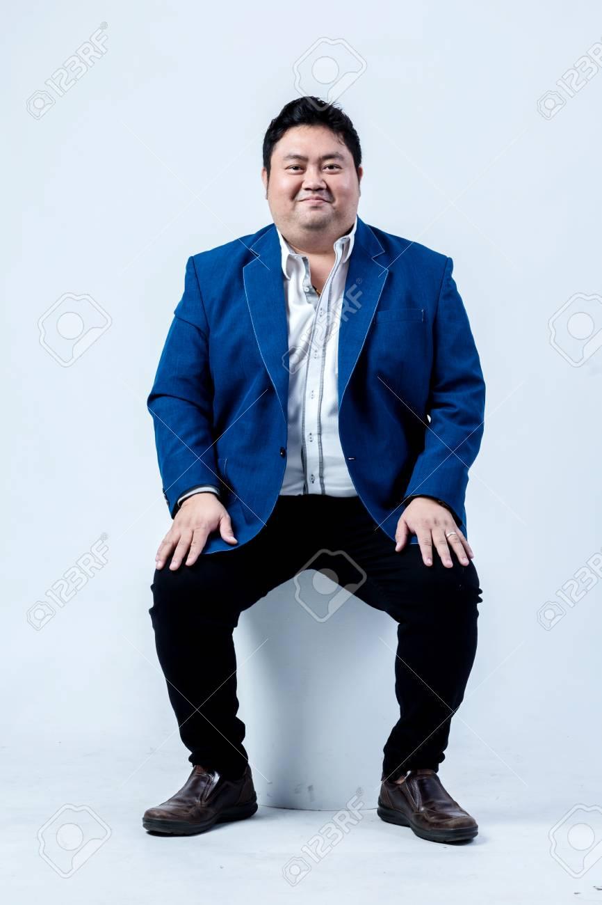 73231402-uomo-d-affari-asiatico-di-grass