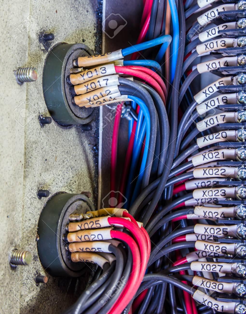Verdrahtung - Programm Control Panel Mit Drähten In Der Industrie ...