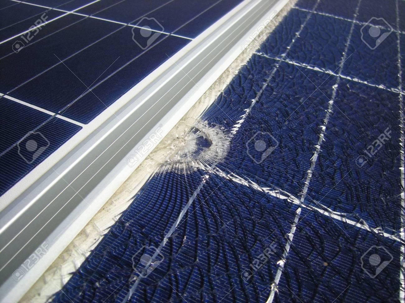 Paneles Solares Rotos Por La Caída De Bala Cerca De Marco Fotos ...