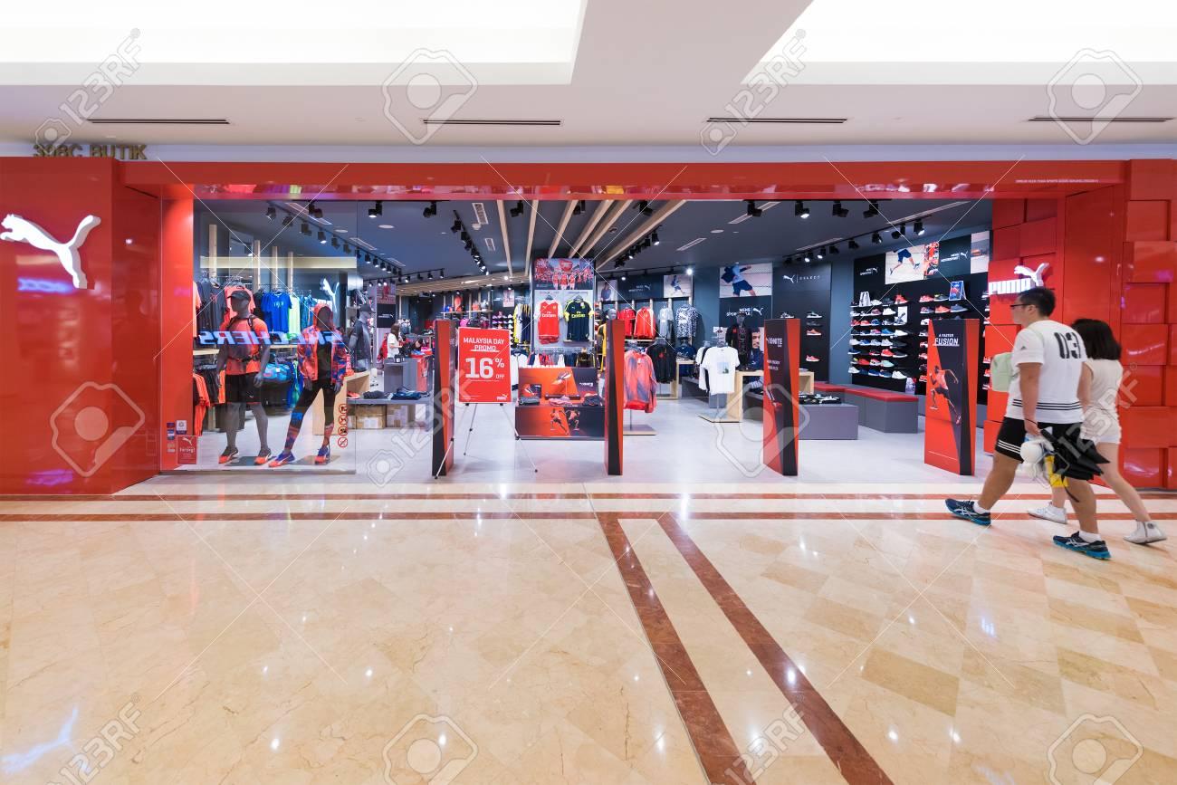 new style 70b54 7d4b0 KUALA LUMPUR - SEP. 13, 2016: negozio Puma nel centro commerciale Suria  KLCC. PUMA SE è un'importante multinazionale tedesca che progetta e produce  ...