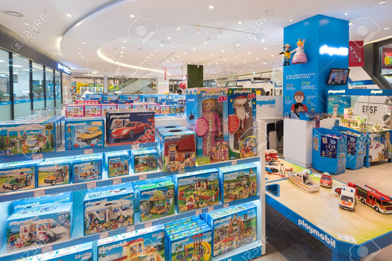 SEOUL - MARCH 29, 2017: Playmobil Toys At In The Hyundai IPark.. Stock  Photo, Picture And Royalty Free Image. Image 79202258.