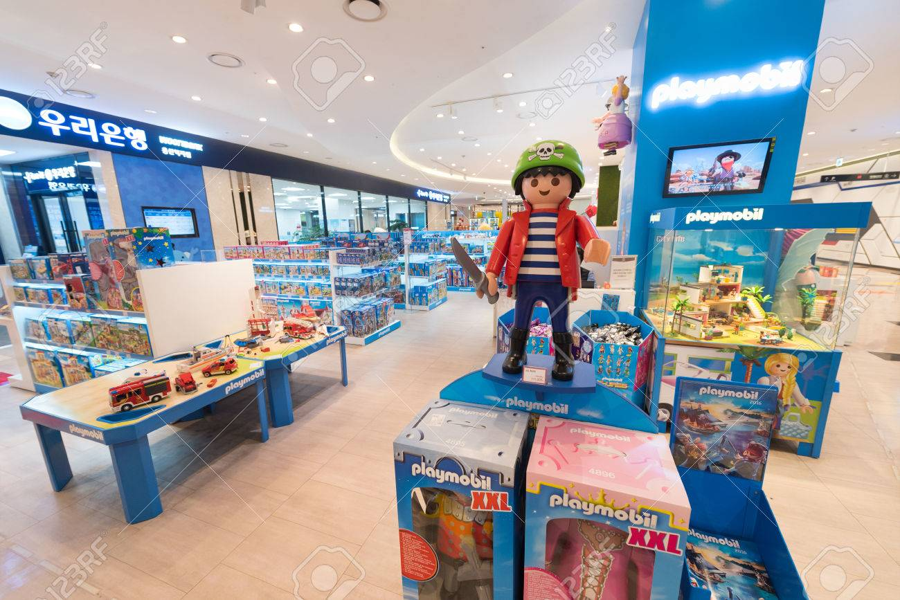 SEOUL - MARCH 29, 2017: Playmobil Toys For Sale At The Hyundai.. Stock  Photo, Picture And Royalty Free Image. Image 79202264.