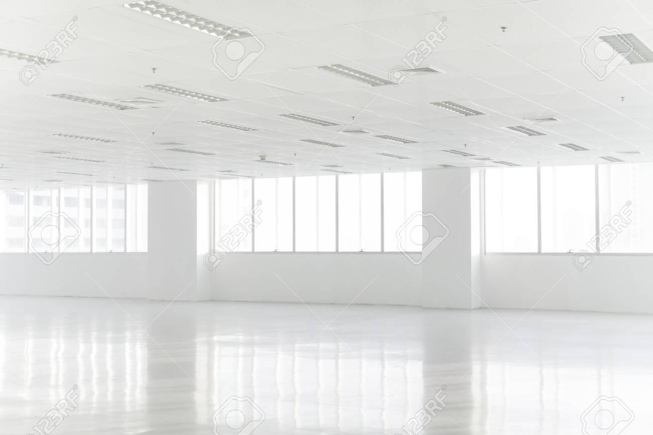 Ufficio Da Interno Usato : Gli interni bianchi dell ufficio dello spazio aperto possono