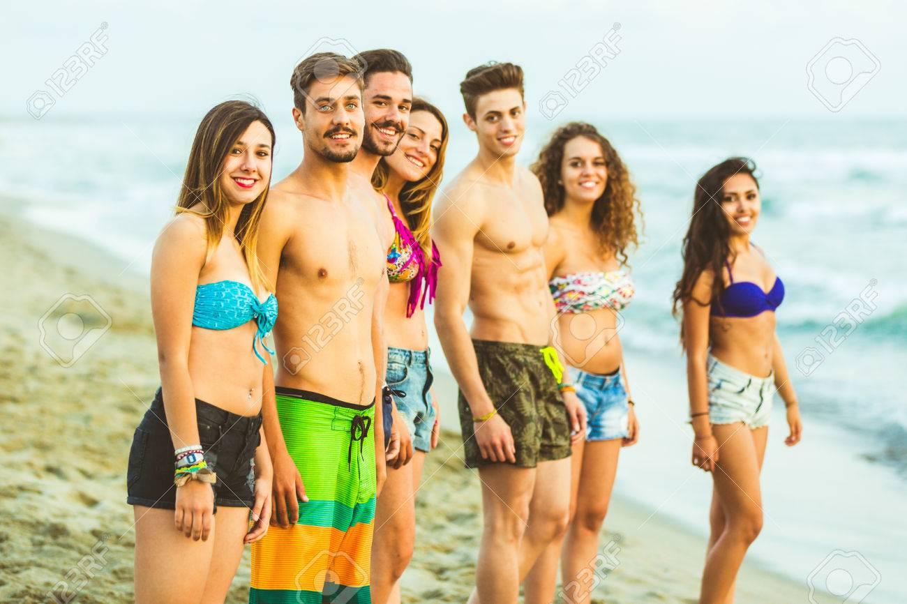 Девушки пляж камеры