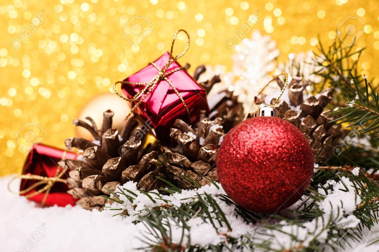 Immagini Natale Oro.Composizione Di Natale Dei Giocattoli Dell Albero Di Natale Su Una Priorita Bassa Dell Oro