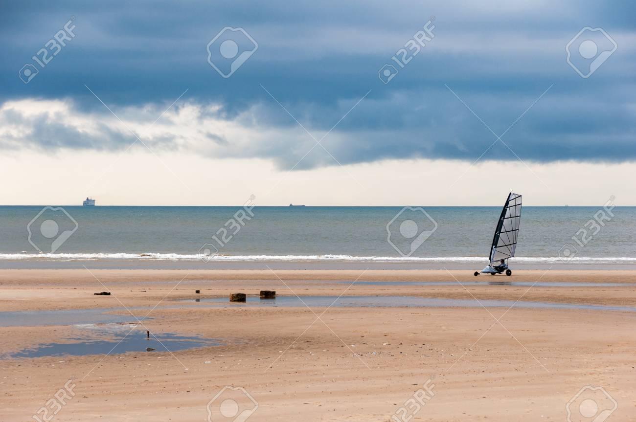 Char A Voile Sur Une Plage Au Nord De La France Banque D Images Et Photos Libres De Droits Image 59836859