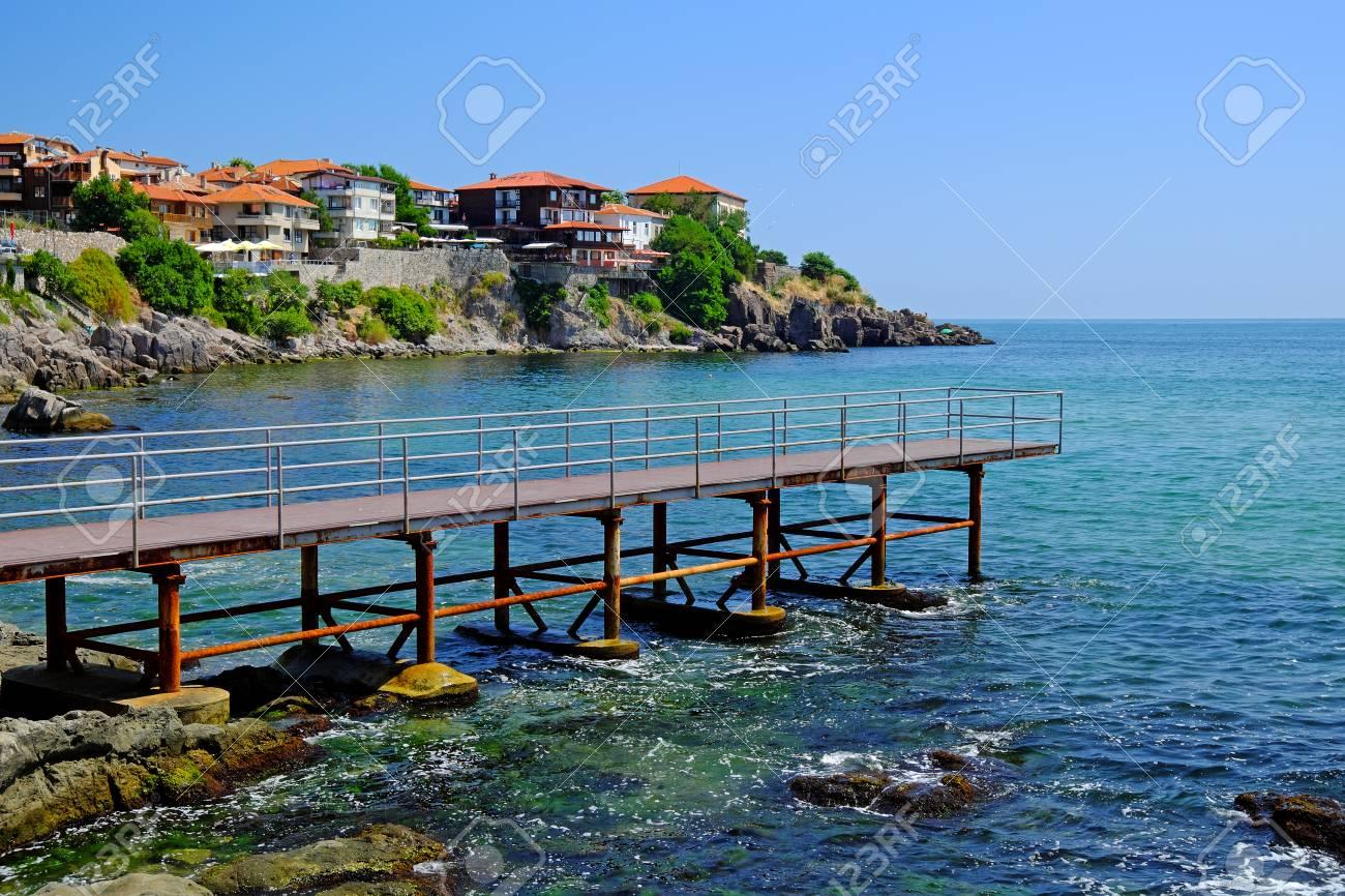 ブルガリアのソゾポル旧市街の海...