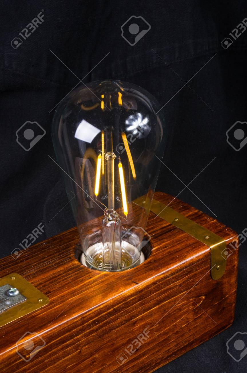 a led vintagecaja Luminaria en en de mano estilo maderaacabado sobre negro hecha cobrelámpara fondo fYbv6gy7