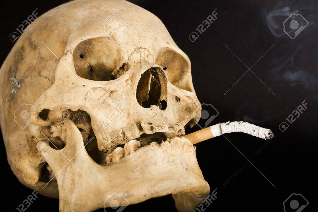 431664-Smoking-Kills-Side-View--Stock-Photo.jpg