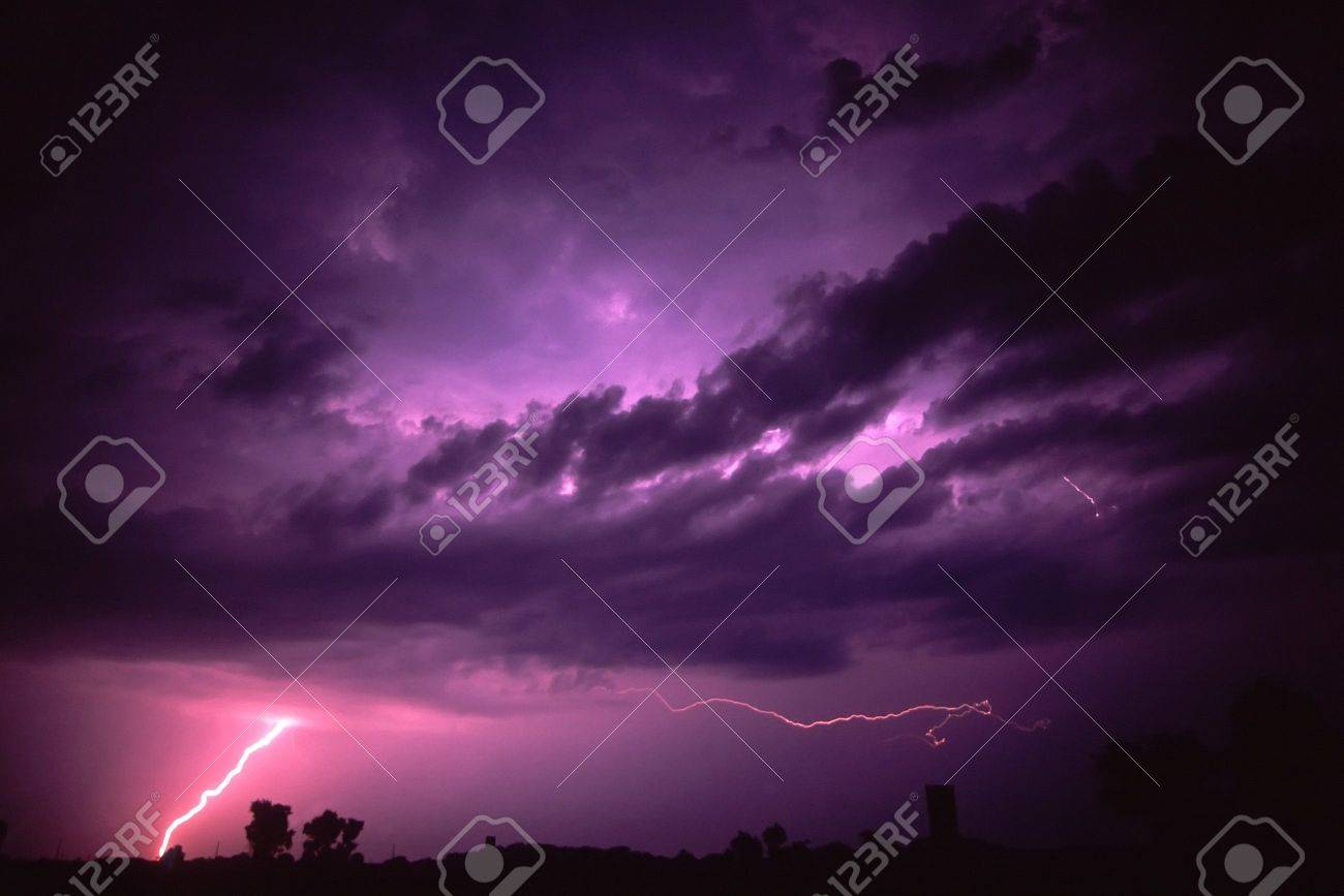 Lightning of summer thunderstorm near Rockford, Illinois Stock Photo - 7569997