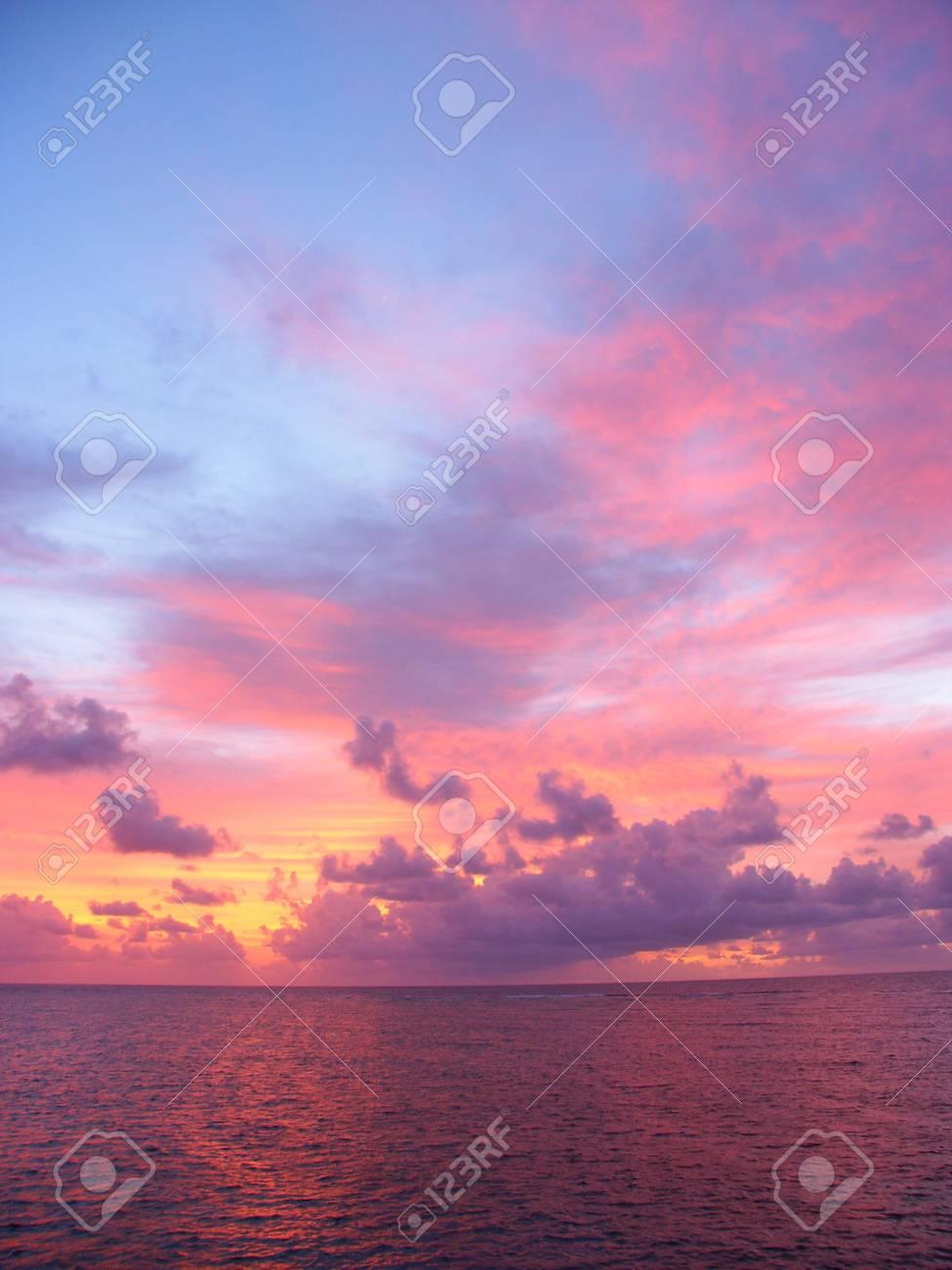 Sunset over the Pacific Ocean off Australia Stock Photo - 7998697