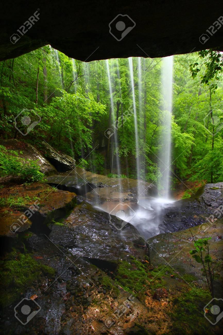 Waterfall in northern Alabama Stock Photo - 8094305