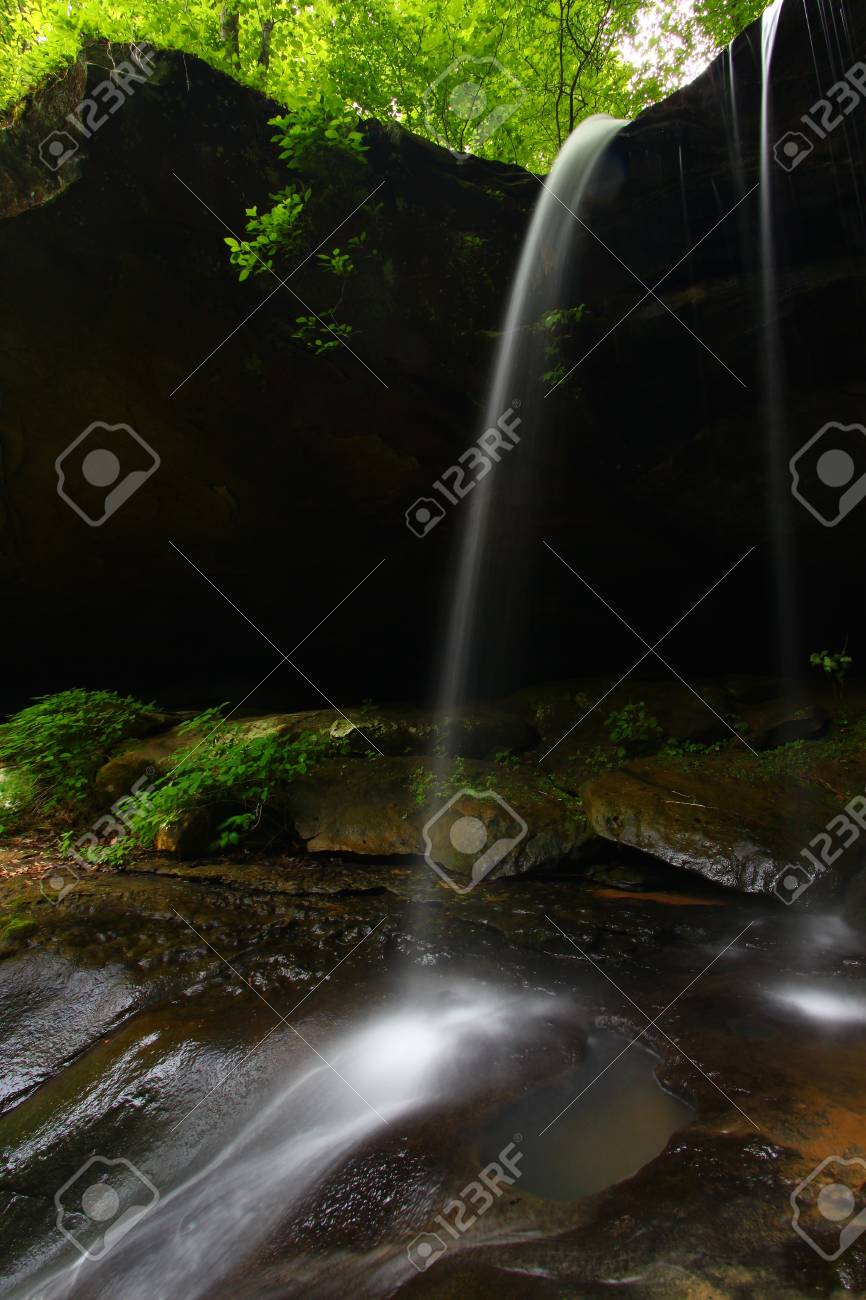 Waterfall flows smoothly into a canyon of northern Alabama Stock Photo - 8584567
