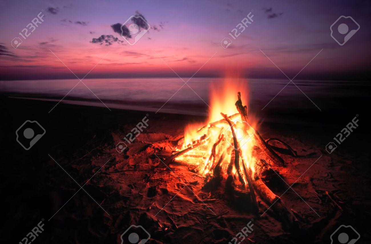 Beach Campfire on Lake Superior Stock Photo - 23069013