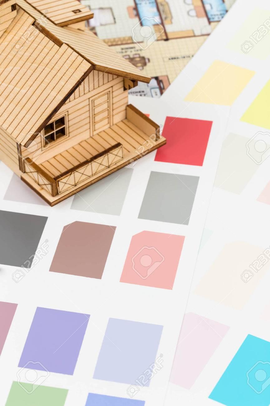 Peinture couleur catalogue de l\'échantillon avec le dessin et modèle de  maison