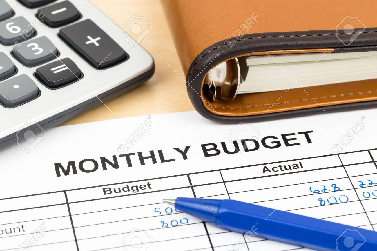Home budget planning sheet with pen and calculator - 43114801