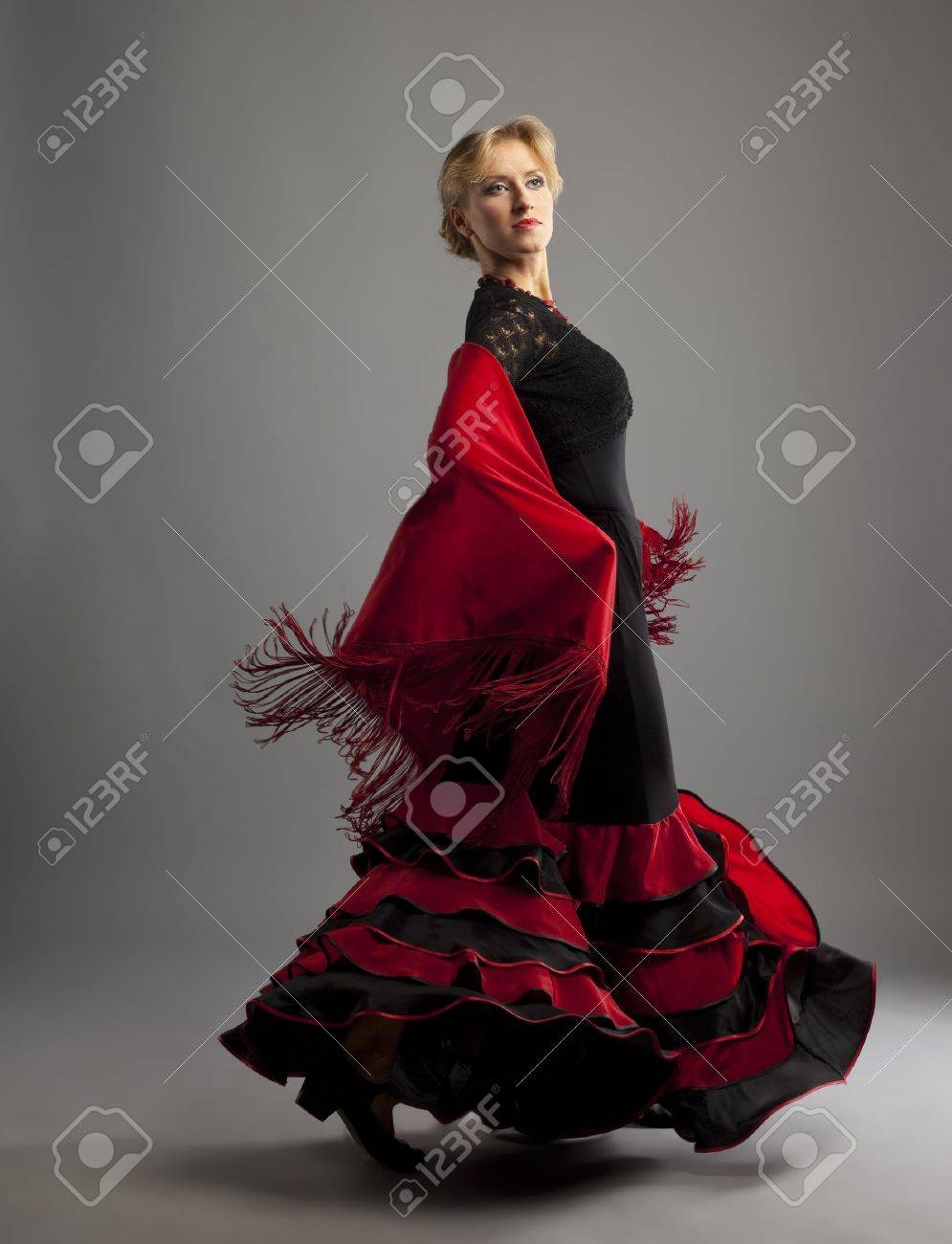 Beauty woman dance flamenco in black and red costume Stock Photo - 9124994