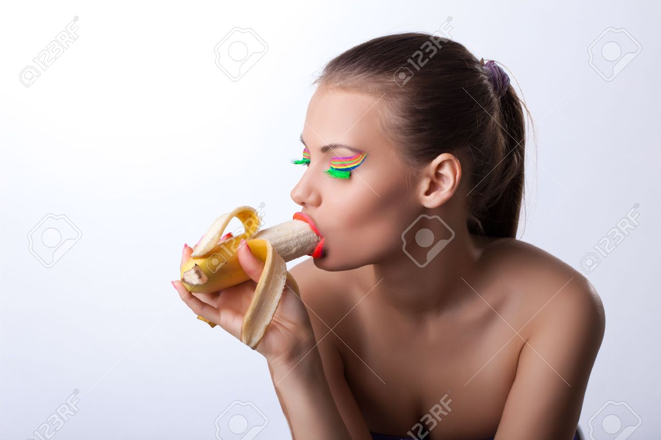 Смачно сосущие парни, Чиксы смачно сосут члены своих парней порно фото 20 фотография