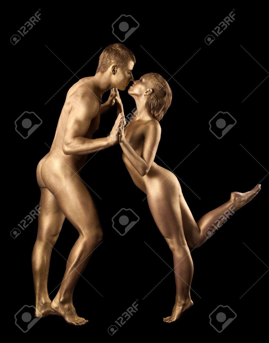 Парни голые танцующие