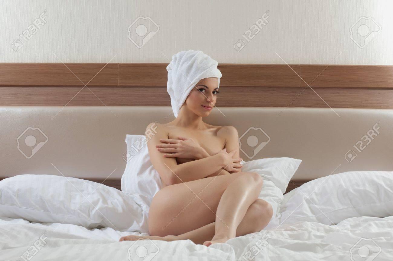 Эротика с полотенцем 18 фотография