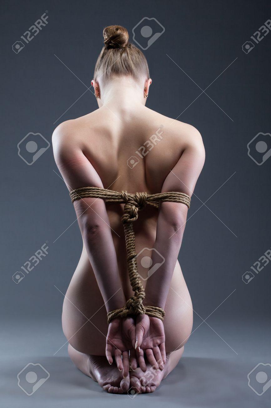 Фото женщин связанных верёвками 20 фотография