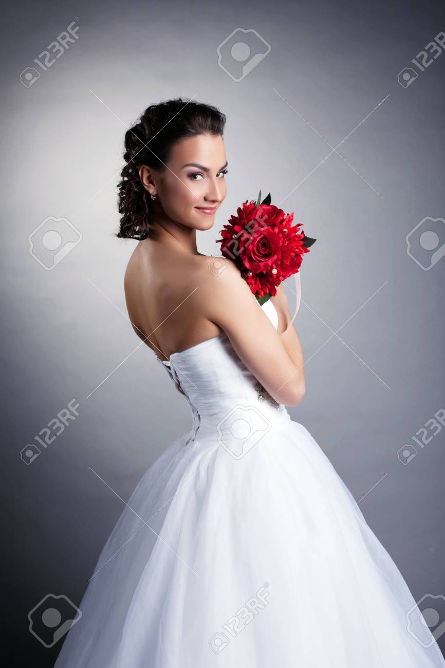 Portrait of attractive bride posing with bouquet, close-up - 19629035