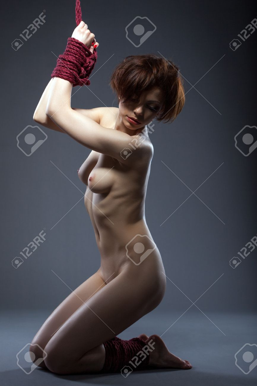 Связанная девка по рукам и ногам 8 фотография
