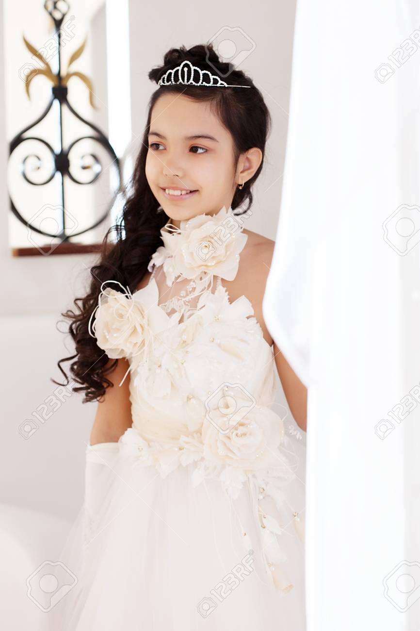 Vestidos blancos elegantes de ninas