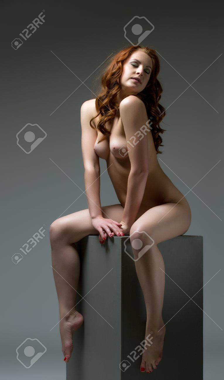 Nude adolesent girl-pic