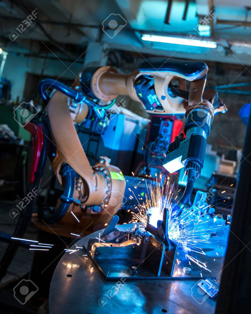 Manufacturing. Image of robotic machine welding metal fasteners - 45591136