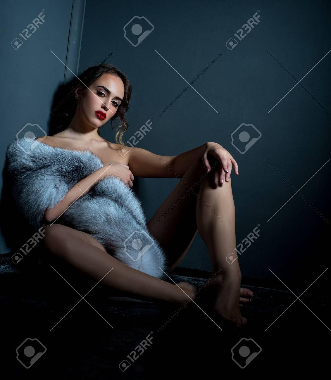Modelle, die nackt posieren