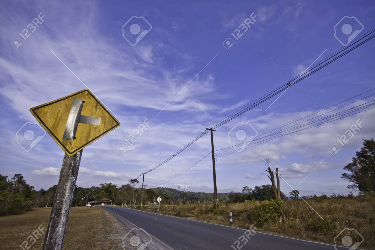 The country road in the landscape of fresh blue sky. Stock Photo - 11999682