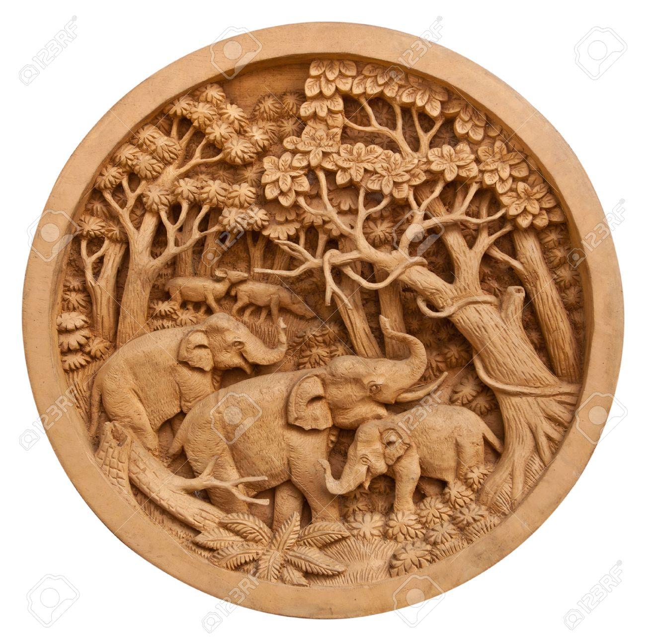 Carved Thai elephant on the circle wood frame - 24871009