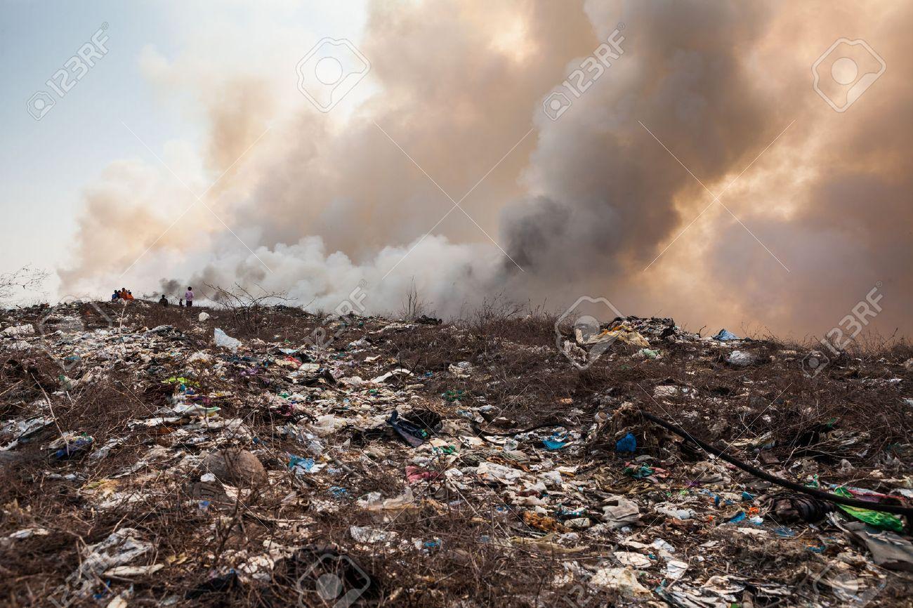 Burning garbage heap of smoke from a burning pile of garbage - 28173447